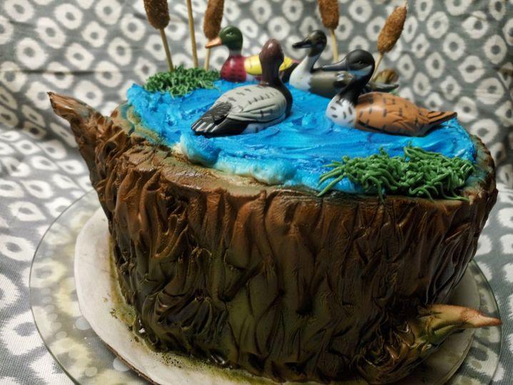 Hunter grooms cake