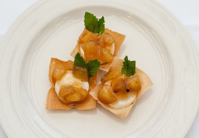 wonton cup with cream cheese and apple chutney