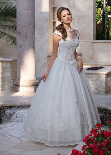 872cb3b11ef DaVinci Bridal DaVinci Bridal Style    8009 This gown has a scalloped  sweetheart neckline with off the