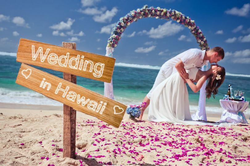 Hawaii Wedding Cpouple