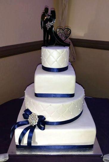 mooshus square round qulited 4 tier wedding cake n