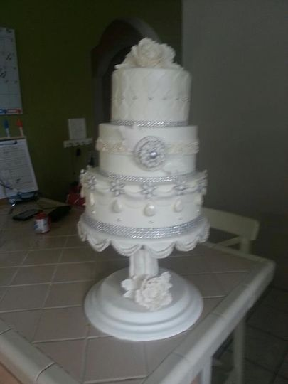 sweet cakes by clara wedding cake tampa fl weddingwire. Black Bedroom Furniture Sets. Home Design Ideas