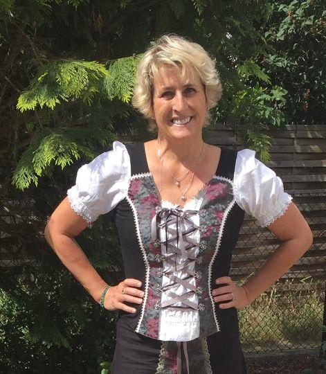 Officiant speaks German too