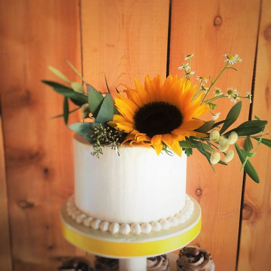 Naked wedding cake and sunflower