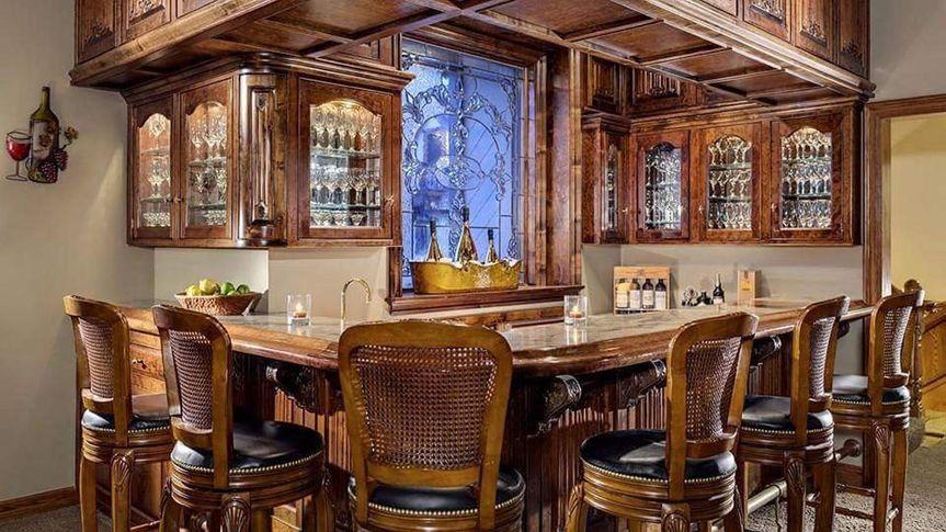 Grand bar area