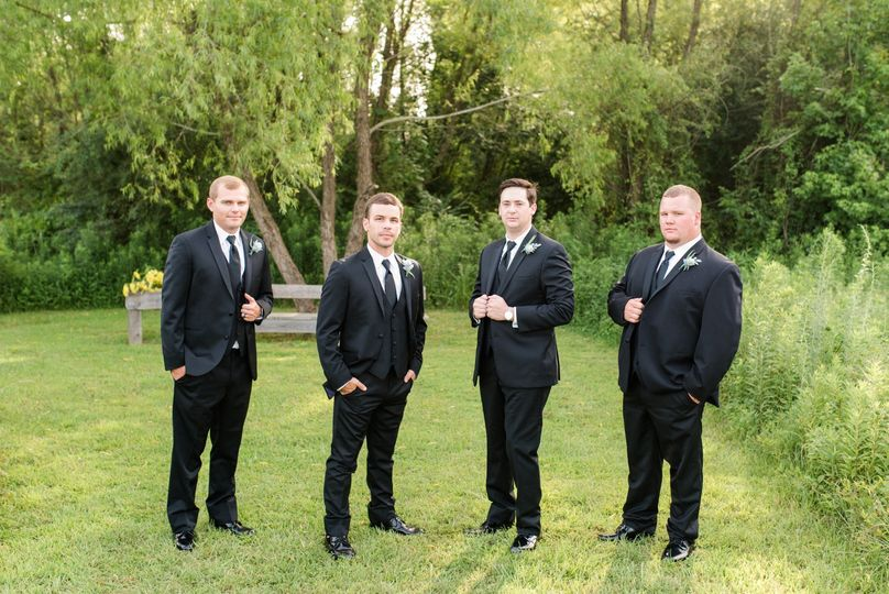 Groomsmen chilling out - Dee Ward Photography