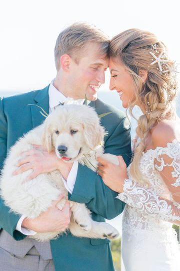 The couple with a special wedding guest (Viktoria and Riley)