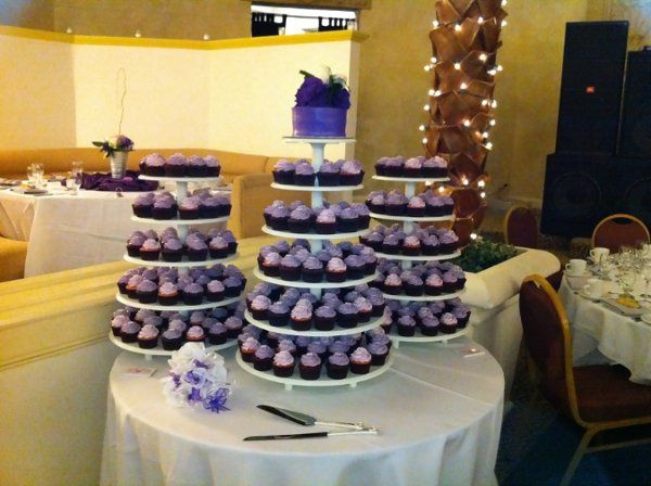 "Wedding - 200 cupcakes with 6"" cake on white stand"