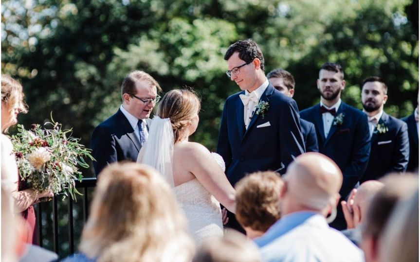 Wedding ceremony | Photo: Lauren Driscoll Photography