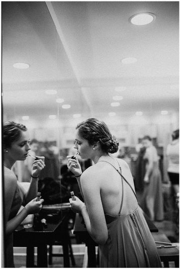 Bride getting ready | Sarah Mosher Photography