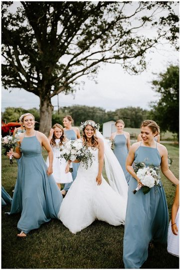 Bride and bridesmaids walk by the trees| Sarah Mosher Photography