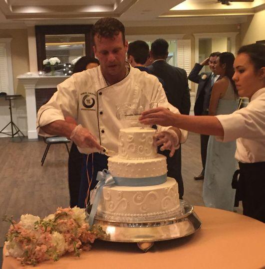 Preparing wedding cake