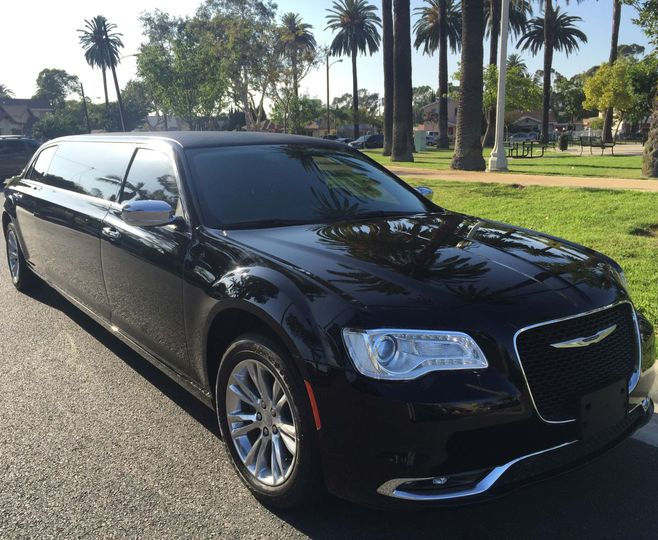 black 70 inch chrysler 300 limousine 672