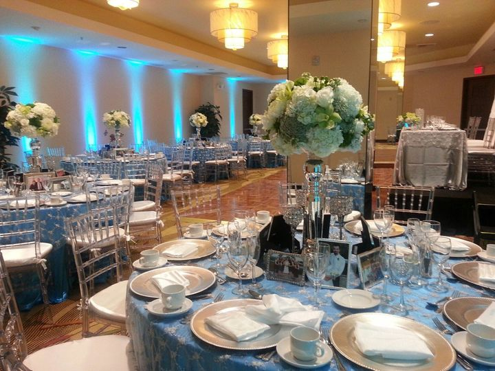 hughes 6 tables with dance floor and head table on