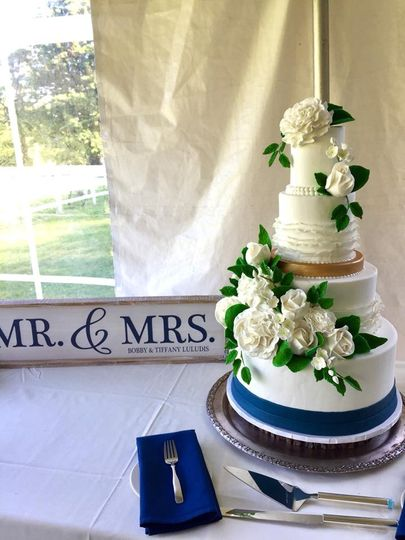 White floral cake with blue lining