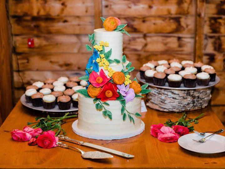 Tmx 35199075 10156403118484085 5996850908833513472 N 51 441329 V1 New London, NH wedding cake