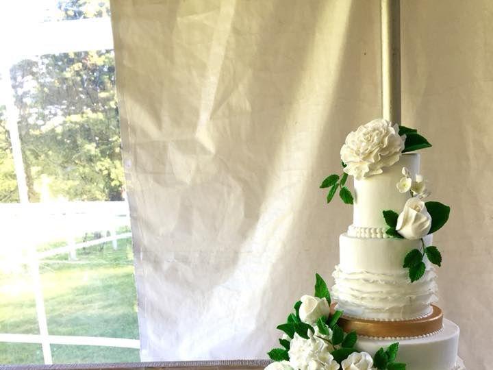 Tmx 35425373 10156410551784085 8822393572272635904 N 51 441329 V1 New London, NH wedding cake