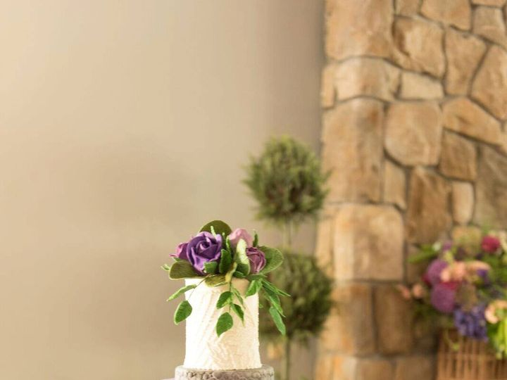 Tmx 37349376 10156489629379085 473417507550527488 O 51 441329 V1 New London, NH wedding cake