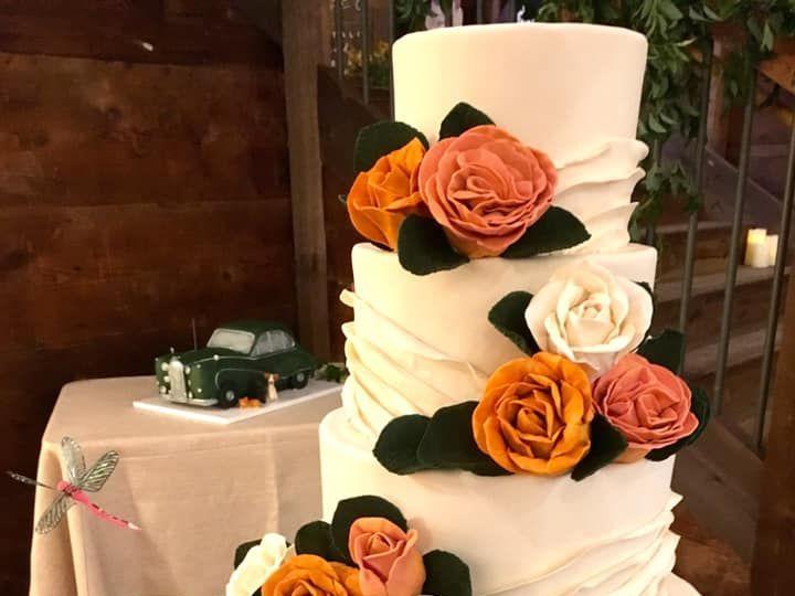 Tmx 43343399 10156680873094085 9148461592394858496 N 1 51 441329 New London, NH wedding cake