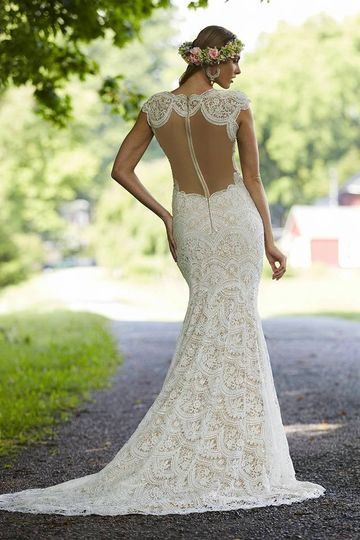 Gown and garter wedding dress attire florida for Garter under wedding dress