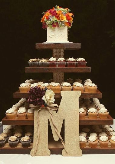 cupcakes wedding wooden stand with topper