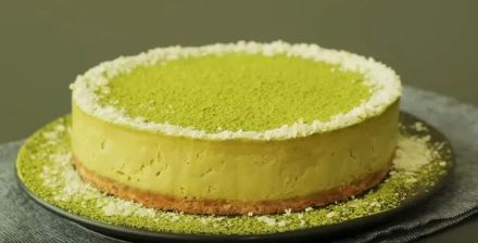 Creamy green tea mousse cake