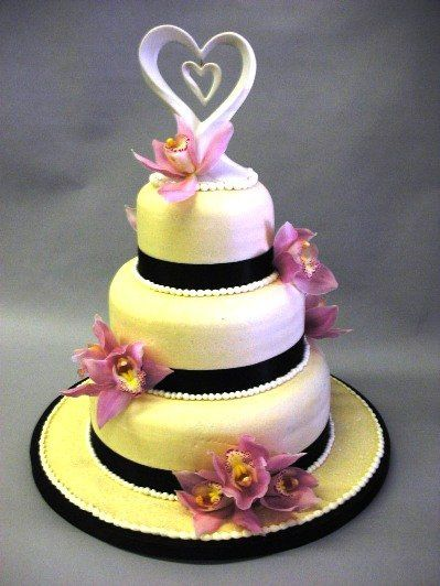 800x800 1295508035012 weddingcakelilaclilies
