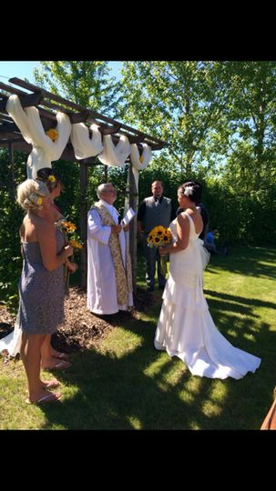 Lovely outdoor wedding