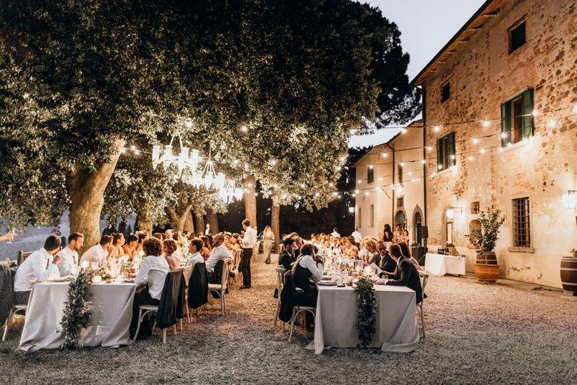 Al fresco wedding dinner