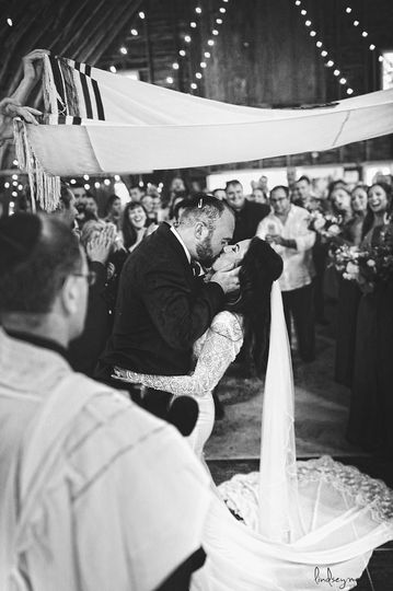 steph and ajs wedding ceremony at the blue dress barn in benton harbor michigan www lindsey marie com 2 51 40529 1565894337