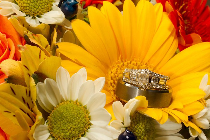 d92184a03c14a740 1516917802 1c7aa3363c347973 1516917799921 7 Ring in Bouquet