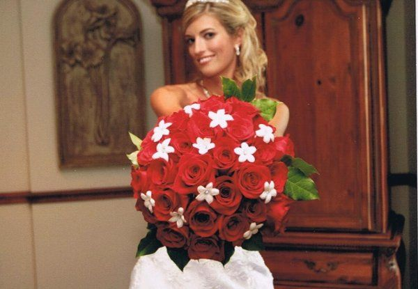 Freedom red roses and stephanotis with rhinestones made this bride sparkle