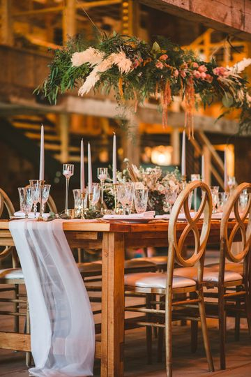 Table setting in barn