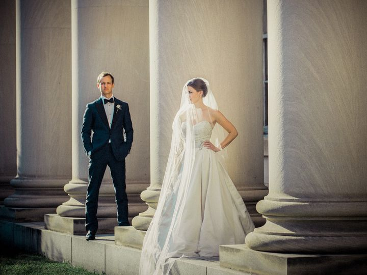 durham wedding photographer bride groom columns