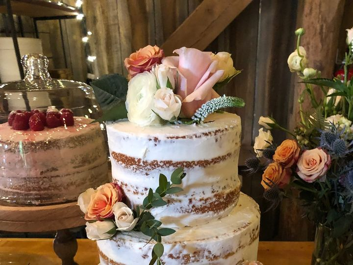 Tmx 45511792 795277124157652 625149055621660672 O 51 1990729 160139878862819 Sylvania, OH wedding cake