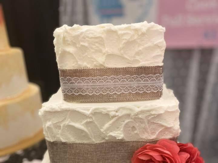 Tmx 84257771 1142255599459801 3129828507811577856 N 51 1990729 160139878972414 Sylvania, OH wedding cake