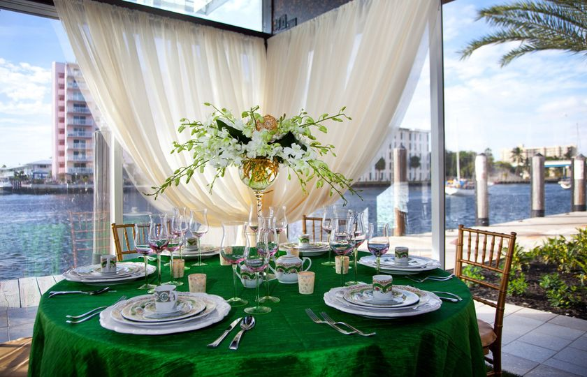 Table setting with green table cloth