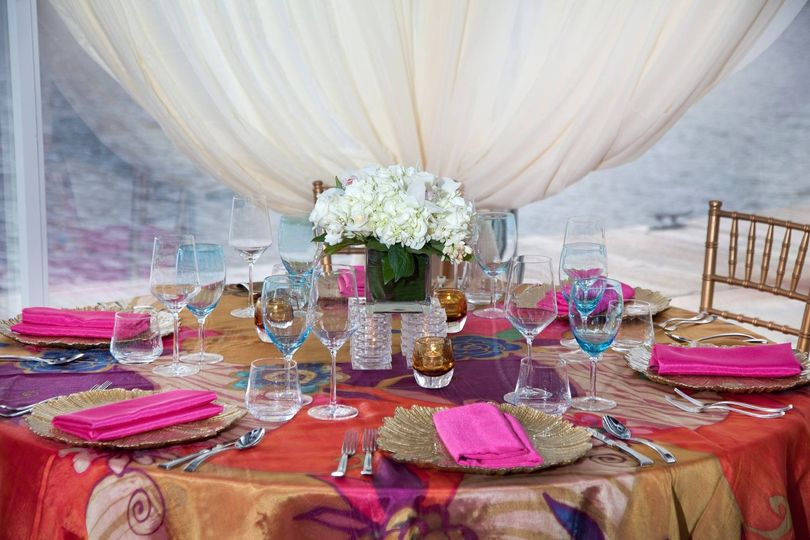 Table setting with pink setting