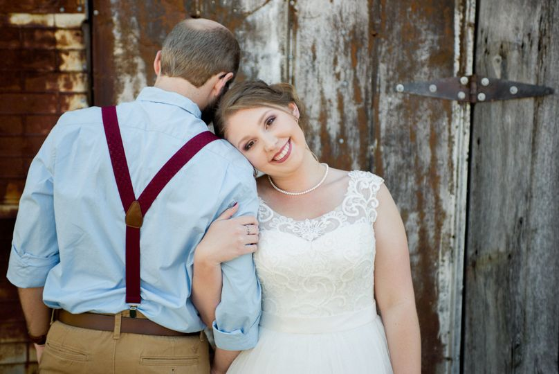 Newlywed couple | captured by www.sarahmyersphotography.com!