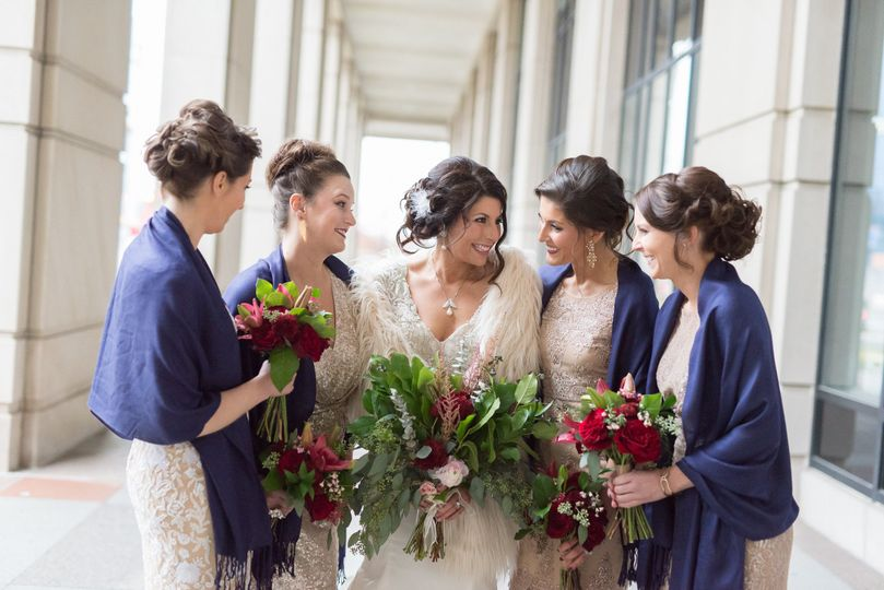Winter fresh flowers for the bride and her bridesmaids.