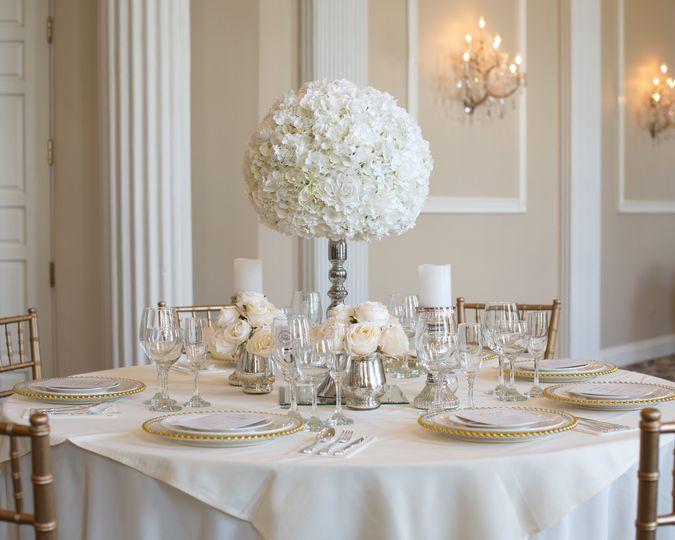 White & Ivory flower ball set