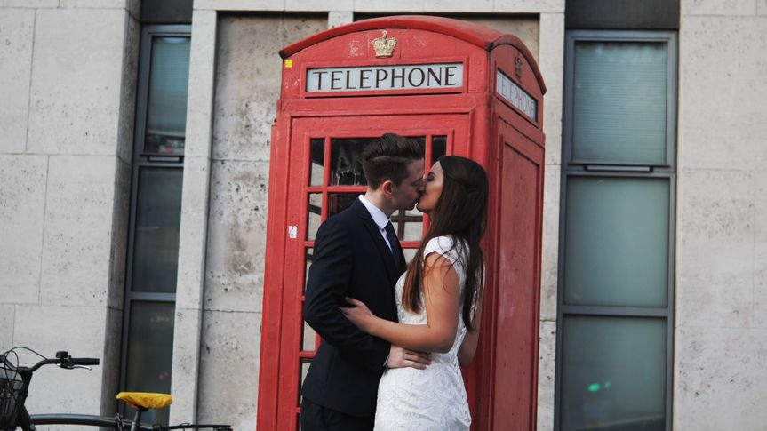 Telephone booth kiss