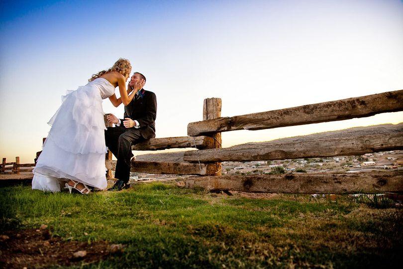 f29e09b02c55babf 1519961682 5e4c42a72a4f9b44 1519961681766 4 Weddings6