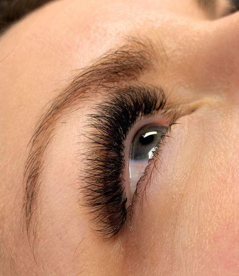 Dark volume lashes