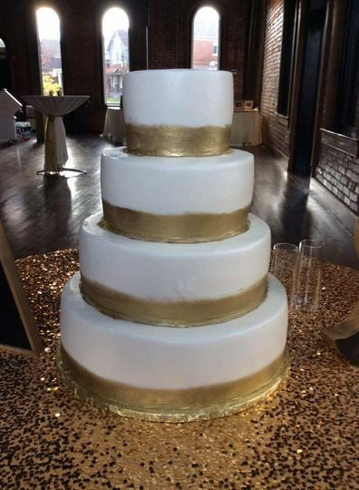 Four tier wedding cake with gold lining