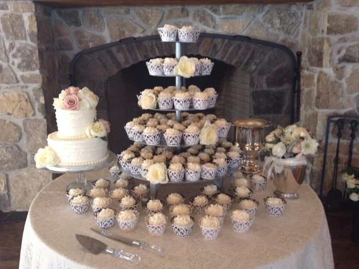 Tmx 1462373572924 1142990511826825784241188071363516317333033n Milwaukee, WI wedding cake