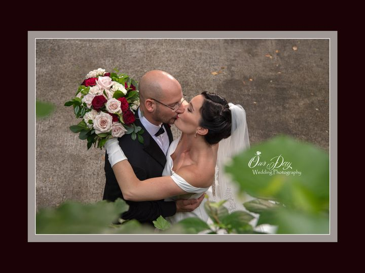 Tmx Weddingestateonthehalifaxgardenkiss 51 433929 159609477779141 Daytona Beach, FL wedding photography