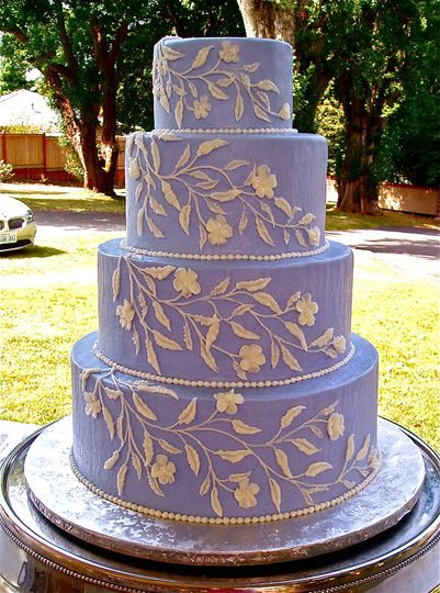 The contrast between the ivory and the periwinkle buttercreams highlights the detail of the design