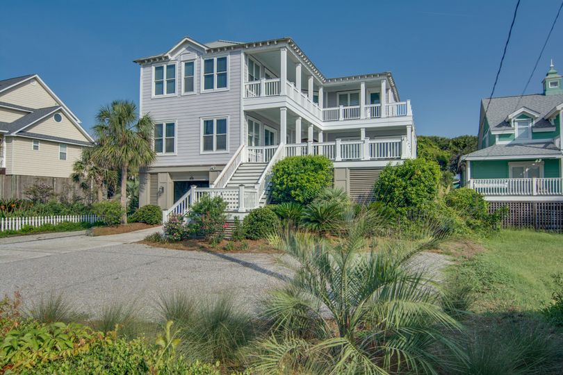 Carolina Dreaming is located across the street from the Washout on Folly Beach! It has five bedrooms...