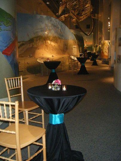Black round table setup
